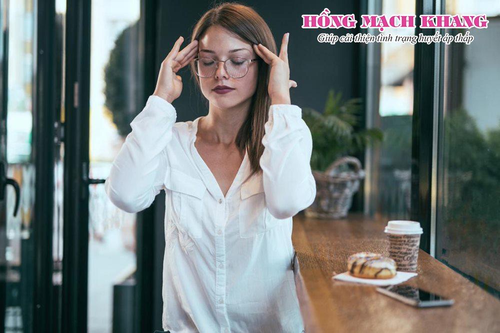 Chóng mặt sau khi ăn là biểu hiện của hạ huyết áp sau ăn